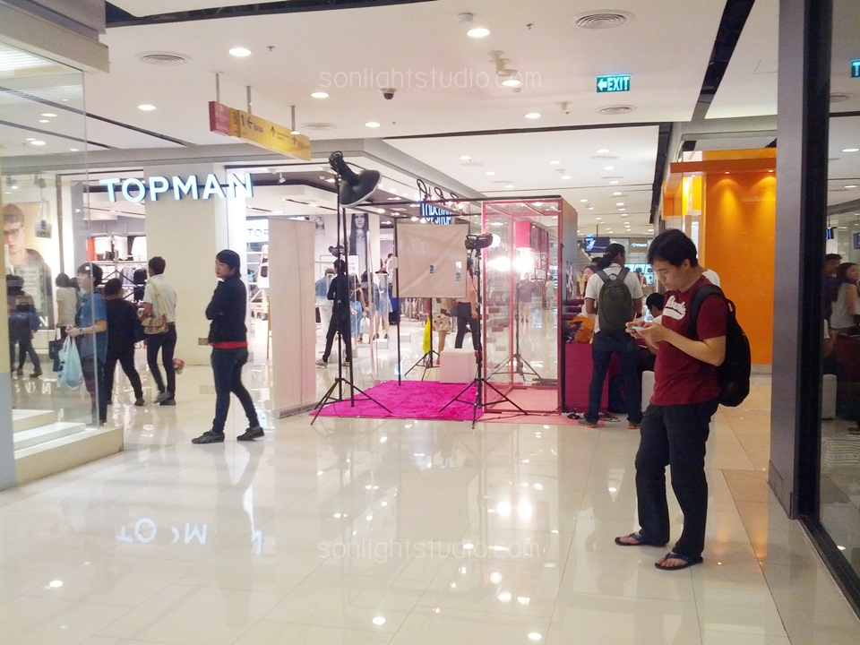 เช่าไฟสตูดิโอ จัดบูทกิจกรรม ถ่ายรูป ที่ Central World ของ นิตยสาร Nylon และมือถือ Samsung